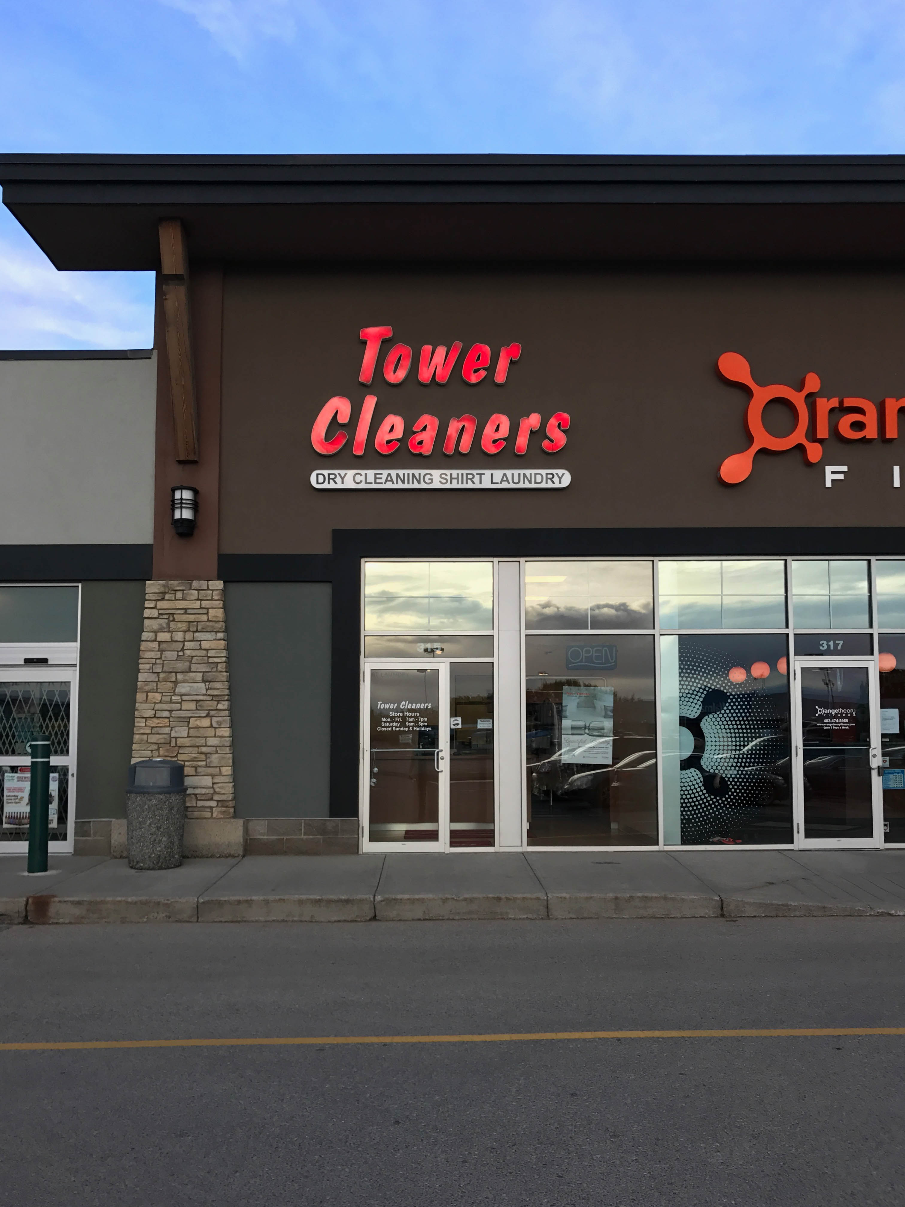Royal Oak Tower Cleaners store. #315, 8888 Country Hills Blvd NW, Calgary, Alberta, (403) 264-7002